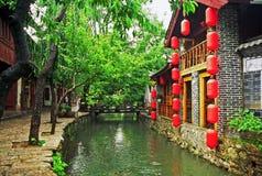 Straat en kanaal in lijiang, China stock fotografie
