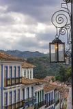 Straat en lichten van de stad van Ouro Preto Stock Afbeelding
