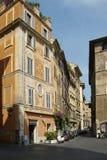 Straat en oude gebouwen in Rome royalty-vrije stock afbeelding