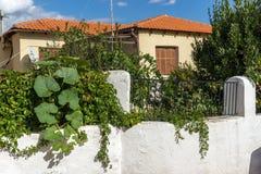 Straat en oude huizen in oude stad van Xanthi, Oost-Macedonië en Thrace, Griekenland stock foto
