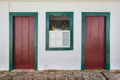 Straat en oude Portugese koloniale huizen in historische I van de binnenstad stock fotografie