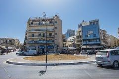 Straat en rotonde in Iraklion royalty-vrije stock foto's
