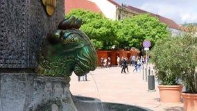 Straat en Zsolnay-fontein Pecs stock footage