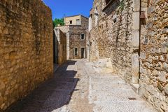 Straat in Girona, Cataloni?, Spanje Toneel en kleurrijke oude stad De beroemde bestemming van de toeristentoevlucht, perfecte pla royalty-vrije stock afbeeldingen
