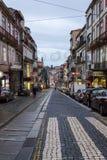 Straat in het centrum van stad van Porto, Portugal stock foto's