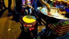 Straat het koken in avond Yangon, Myanmar