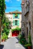 Straat in historisch centrum van Pezenas, Languedoc, Frankrijk Stock Fotografie