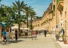 Straat in historisch centrum van Valletta Stock Foto's