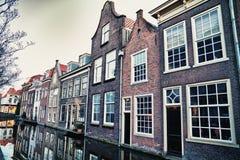 Straat in historisch Delft, Holland Stock Afbeeldingen