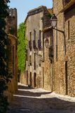 Straat in klein dorp van Catelonia stock fotografie