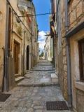 Straat in Korcula, Kroatië stock foto's