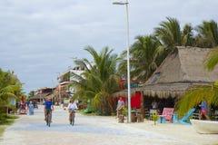 Straat in Malahual - Costa Maya, Caraïbisch Mexico, royalty-vrije stock fotografie