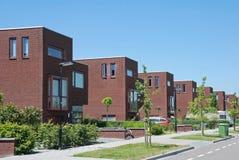 Straat met moderne huizen Stock Foto's