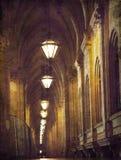 Straat met overwelfde galerij in de Oude Stad Stock Afbeeldingen