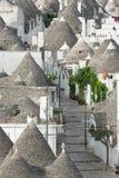 Straat met trullihuizen in Alberobello Royalty-vrije Stock Fotografie