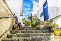Straat met witte blokhuizen in oud centrum van Stavanger Royalty-vrije Stock Foto