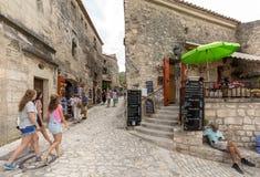 Straat in middeleeuws dorp van Les Baux DE de Provence royalty-vrije stock foto's