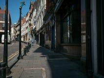 Straat op Bigg Marktgebied in Newcastle - eens een bloeiend nu verlaten gebied royalty-vrije stock afbeeldingen