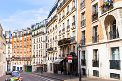 Straat op Montmartre, Parijs Stock Afbeeldingen