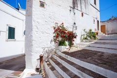Straat in Ostuni, zuidelijk Italië Royalty-vrije Stock Foto's