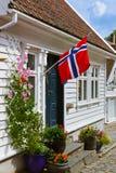 Straat in oud centrum van Stavanger - Noorwegen Stock Afbeeldingen