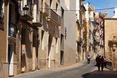 Straat in oude Europese stad Alicante Royalty-vrije Stock Fotografie
