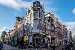 Straat in Oude Pijp, een buurt in Amsterdam, een bewolkte dag o Stock Foto