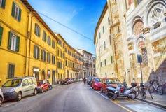 Straat in oude stad Pisa, Italië Royalty-vrije Stock Fotografie
