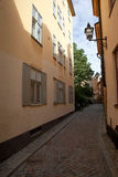 Straat in Oude stad, Stockholm Stock Afbeeldingen