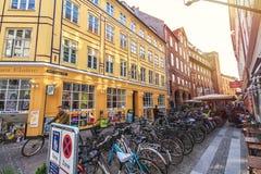 Straat in oude stad van Kopenhagen royalty-vrije stock afbeeldingen