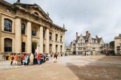 Straat in Oxford met bicicles royalty-vrije stock fotografie