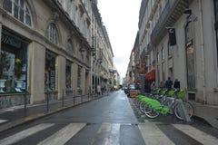 Straat in Parijs frankrijk ??n puntperspectief royalty-vrije stock fotografie