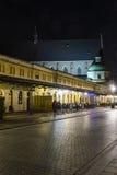 Straat in 's nachts Krakau Stock Afbeelding