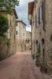 Straat in San Gimignano, Italië stock foto's