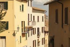 Straat in Siena, Toscanië Stock Foto's