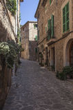 Straat in Valldemossa-dorp in Mallorca Stock Foto's