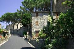 Straat van de Italiaanse stad Bolsena Stock Foto