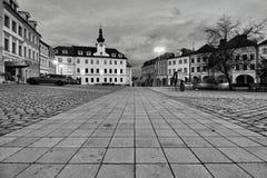 Straat van de oude stad in Hradec Kralove Stock Foto's