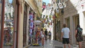 Straat van historisch centrum van Sibenik, Kroatië stock videobeelden