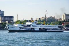 Straat van Istanboel, Kadikoy-Pijler en Veerboten Royalty-vrije Stock Afbeelding