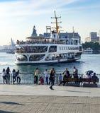 Straat van Istanboel, Kadikoy-Pijler, Haydarpasa-station en F Stock Foto