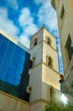 Straat in whit van Havana Kleurrijke gebouwen stock afbeeldingen
