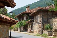 Straat in Zheravna-dorp Stock Afbeeldingen