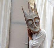 Straatactrice bij het festival van het beroemde Russische reistijdschrift ` Vokrug Sveta ` Stock Fotografie