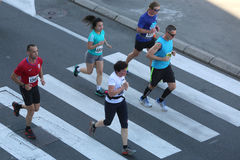Straatagenten bij de 29ste marathon van Belgrado Stock Afbeeldingen