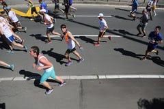 Straatagenten bij de 29ste marathon van Belgrado Stock Afbeelding