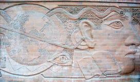 Straatbaksteen het Snijden op de Muur. Royalty-vrije Stock Foto's