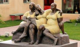 Straatbeeldhouwwerk van drie vrouwen in Taos royalty-vrije stock afbeeldingen