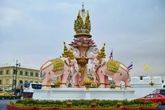 Straatdecoratie in Bangkok met drie Geleide Erawan drie Royalty-vrije Stock Foto's