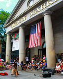 Straatentertainer buiten Quincy Market, Boston, doctorandus in de letteren Stock Afbeeldingen